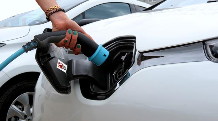 Mit Enio auch bei voll belegten E-Tankstellen genügend Strom bekommen © Bild: ENIO
