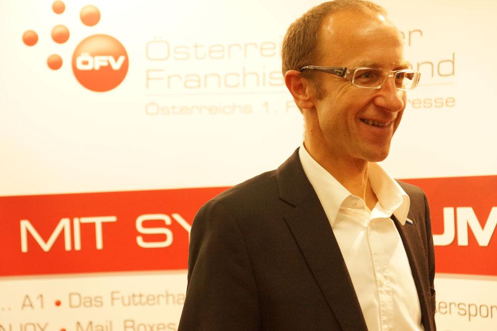 Franchisemesse_Dkfm_Haider-ÖFV     Der Präsident des Österreichischen Franchise Verbandes Dkfm. Andreas Haider freut sich.